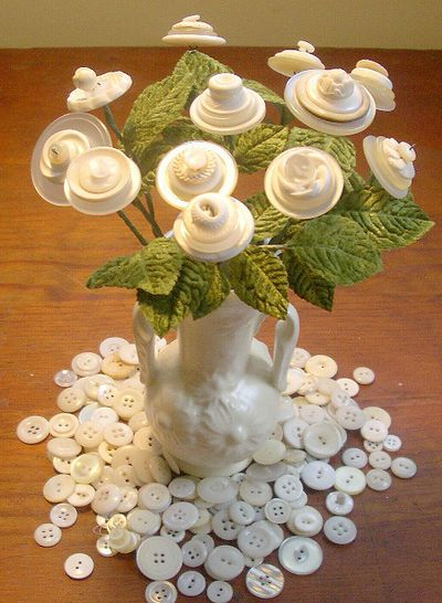 A Nothing To Do on a Snowy Afternoon Project: My Button Bouquets Revisited - The T-Cozy