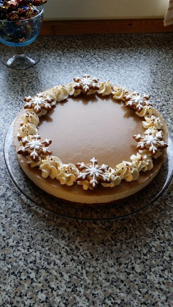 Tällainen kakku on pyöriny mielessä jo niin pitkään, että oli pakko päästä se toteuttamaan! :D Tämä kakku matkusti kummitätini 50-vuotissyn...