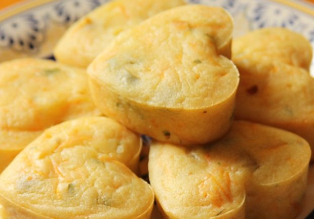 Prepare tortinhas de inhame para um lanche saboroso e saudável.