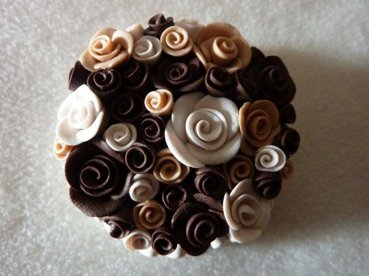 Torta di cioccolato in fimo fatta a mano decorata con rose di cioccolato e nocciola - Chocolate roses bouquet cake in fimo polymer clay handmade