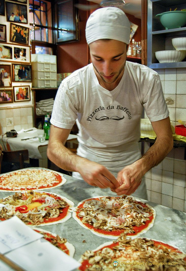 Francesco, the pizza chef at Pizzeria da Baffetto