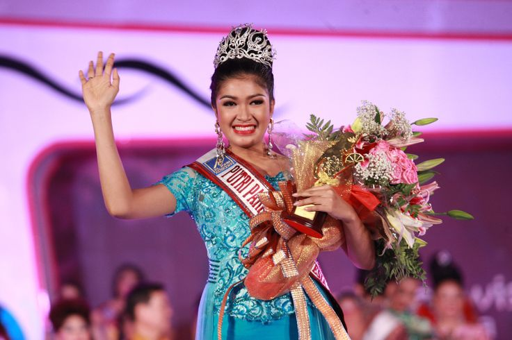 Alston Stephanus Accessories is proud to be the official crown and accessories for 1st Putri Pariwisata (Miss Tourism) Indonesia 2013 pageant in Sasana Kriya, Jakarta. Congratulations to Nabilla Shabrina, who was crowned Miss Tourism Indonesia on 20 September 2013. We are delighted to share with you a photo from her coronation night. Crown, Earrings  Ring: Alston Stephanus Accessories | Wardrobe: Djoko Sasongko | Hair  Make-up: LT Pro