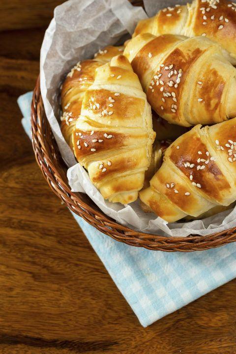 Uživaćete kako će da vam se tope u ustima. http://www.prva.rs/zivot/kuhinjica/recepti/61127/napravite-preukusne-kroasane-bolje-nego-u-pekari.html
