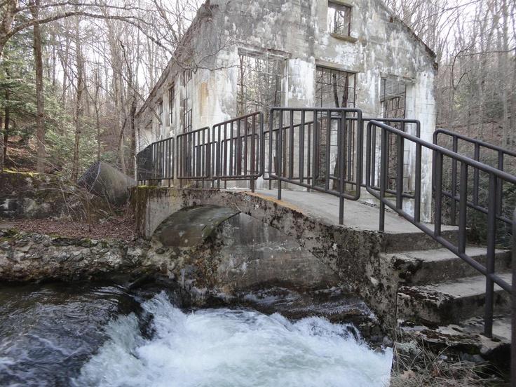 Ruines du moulin Carbide Wilson au Lac Meech dans le Parc ...