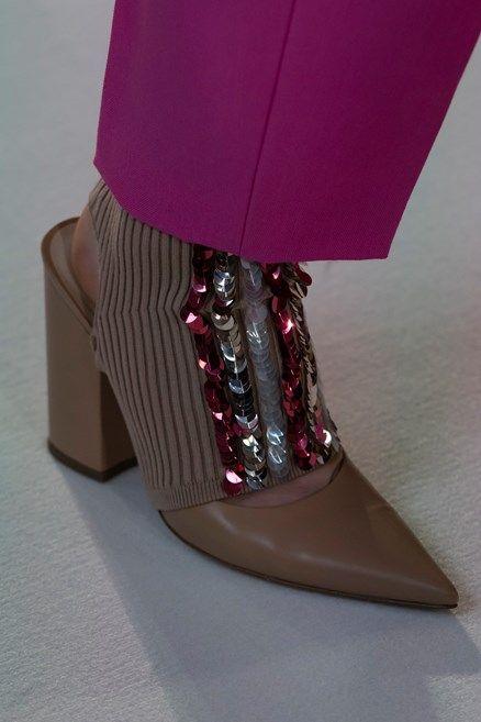 Le scarpe di moda per l Autunno Inverno 2018 2019 viste alle sfilate sono i 600b1a85a9f