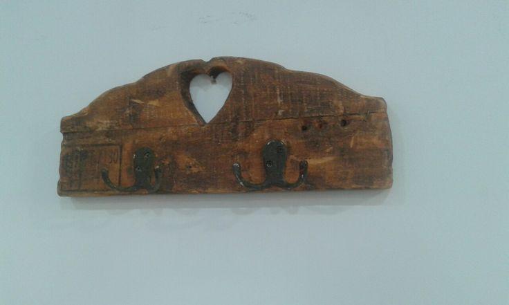 Cabide de parede em madeira de palete