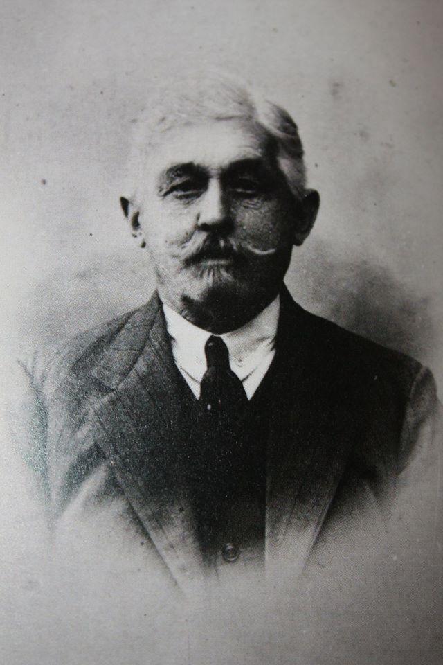 Jan Rudzki, ojciec artystki, był pracownikiem Nadwiślanej Kolei Żelaznej w Mławie Wólce
