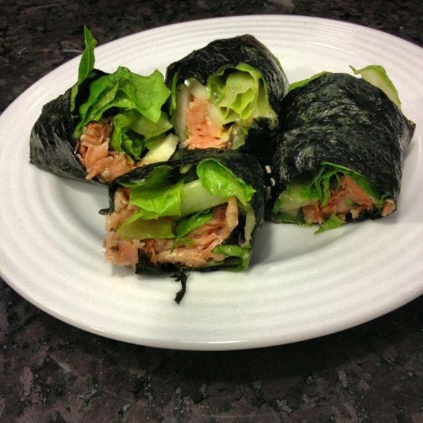 Mi merienda! Rollos de alga de nori rellenos de salmon,lechuga y pepino! #aceleraMetabolismo #Proteina #cuerpodeplaya Photo - Sascha Barboza | Lockerz