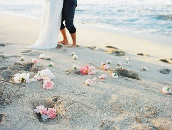 25+ Cute Hawaiian Wedding Dresses Ideas On Pinterest