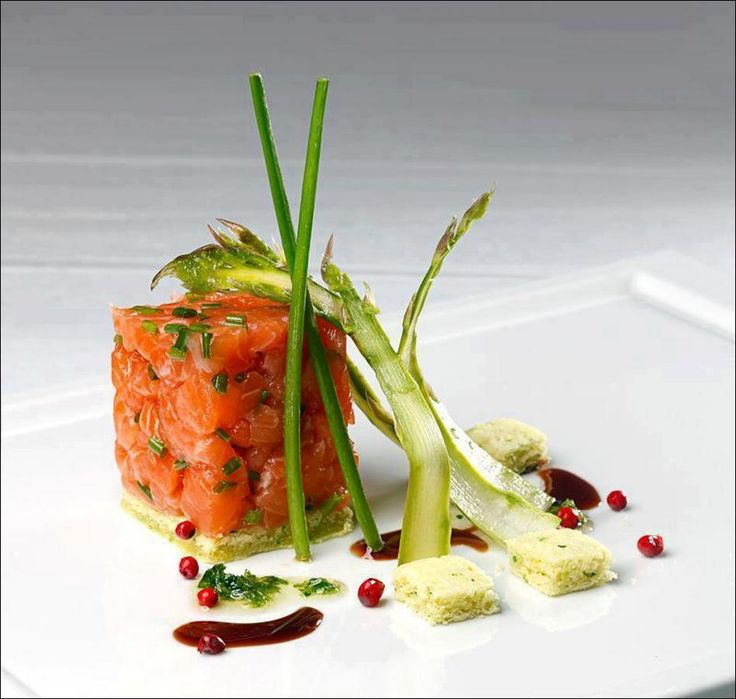 Tartare de saumon, asperges vertes