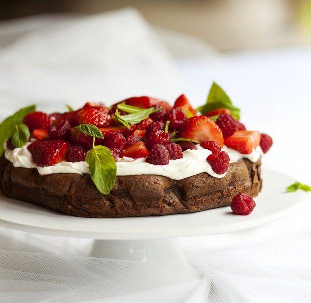 Rychlý čokoládový dort s jemným krémem a ovocem , Foto: Škoda nevařit 2