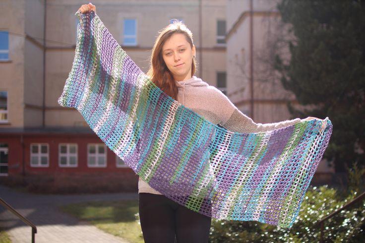 Vzdušná šála Lehká, vzdušná, ale hřejivá šála. Háčkovaná přízí Himalaya Mercan Batik. 100% akryl Velikost 150×50 cm