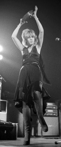 Stevie onstage, 1975, not long after she signed up with Fleetwood Mac, shooting the band into super stardom ~ her dynamic presence and awesome song-writing was a great part of this sudden success  ~ ☆♥❤♥☆ ~