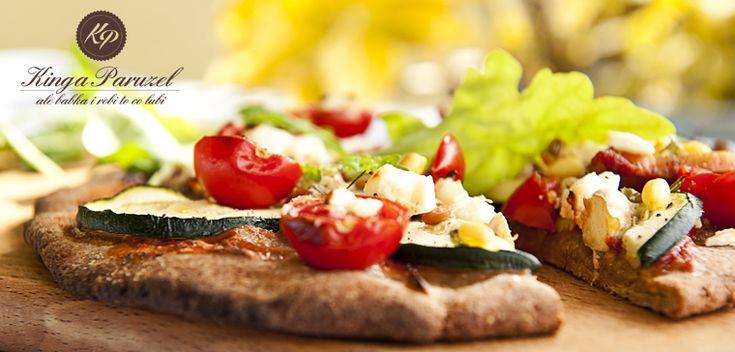 Dietetyczna FIT pizza z płatkami owsianymi http://kingaparuzel.pl/blog/2013/09/dietetyczna-pizza-z-platkami-owsianymi/