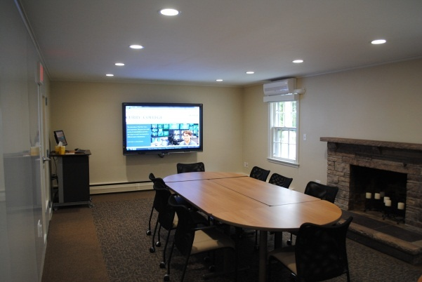 Faculty Center Collaboration Room, Curry College. More views at http://my.curry.edu/web/faculty/faculty-center-collab-rm