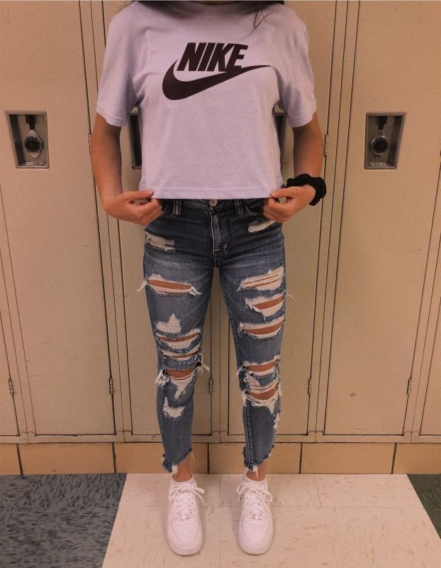 Pin By Chloe On In 2020 Teenage Girl Outfits Ripped Jeans