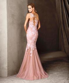 CARISIA - Sensual vestido longo e mosaico floral | Pronovias