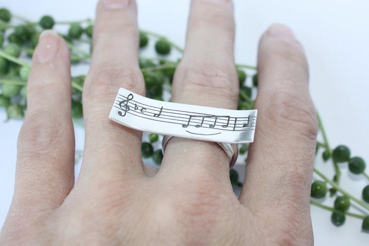 "Sterling silver ring ""Lago de los cisnes"" -Swan lake- Tchaikovsky. €32.00, via Etsy."