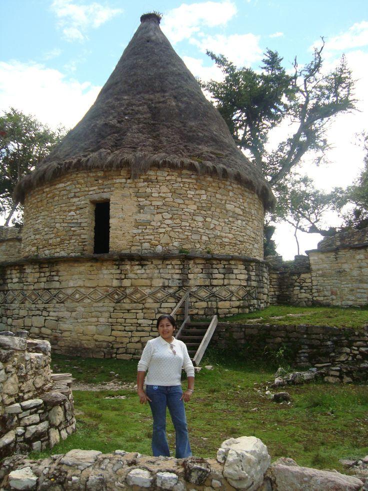 Kuélap: (Luya) Restos Arqueológicos encima del Valle del Río Utcubamba, lugar más representativo de la región Amazonas. Ubicado 3.072 msnm, en el sudoeste de Chachapoyas, sobre el fondo de una quebrada cortada a pico por dos de sus lados. Se estima que tiene tres veces el volumen de la pirámide de Keops (Egipto), que fue abandonada antes de la conquista y que estuvo habitada por cerca de 2.000hab.
