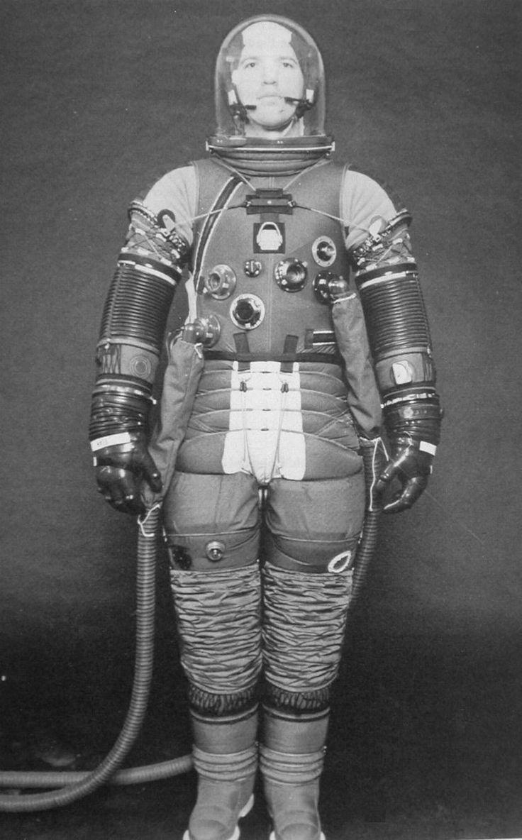25+ best ideas about Space Suits on Pinterest | Astronaut ...