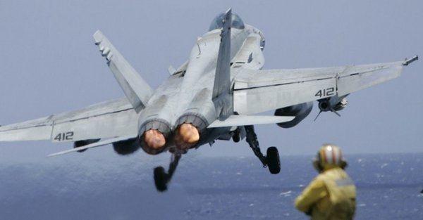 Истребители с авианосца ВМС США поднялись на перехват российских Ту-142.             Авианосец USS Ronald Reagan поднимал истребители на перехват двух российских противолодочных самолёт