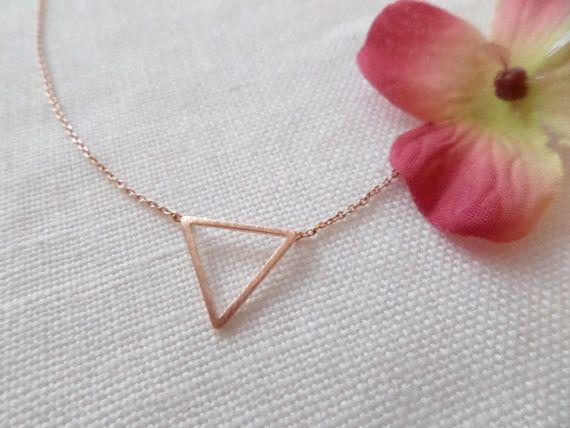 Petit collier de triangle de chevron Or par TiffanyAvenueBridal
