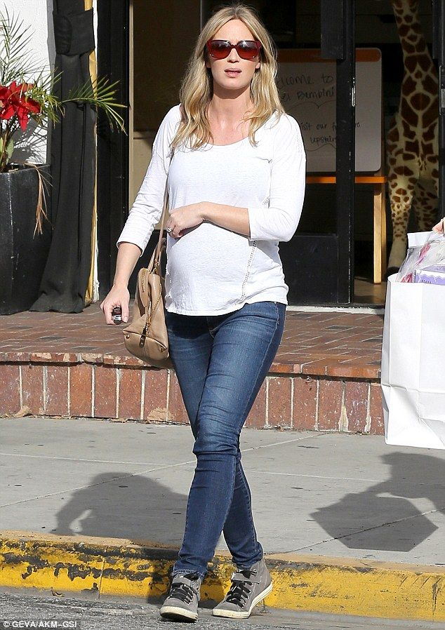 Emily Blunt maternity style