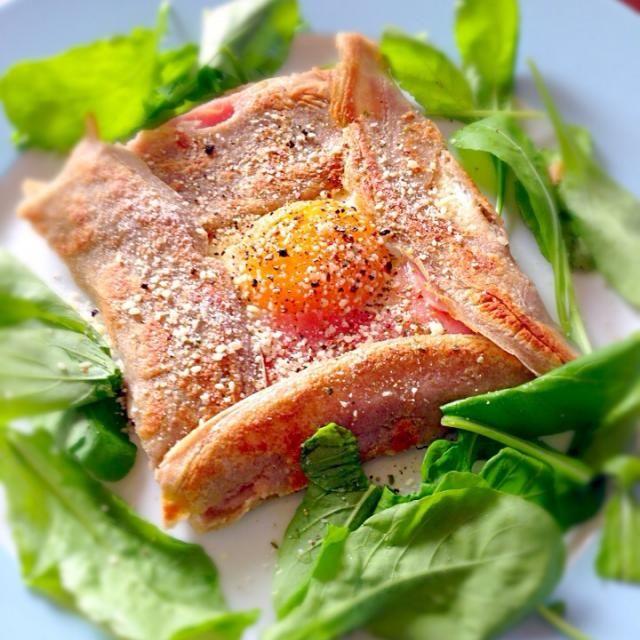 休日の朝食です。 先週いった長野で買ってきたそば粉で作りました - 134件のもぐもぐ - ガレット  生ハム、チーズ、たまご by acchi37
