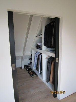 walk in closet op zolder....ook handig om winter/zomerkleding in te doen ipv dozen! DOEN