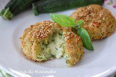 Ho preparato delle golosissime polpette filanti alle zucchine e patate. E' una ricetta molto leggera però, perché ho cotte le polpette nel forno!