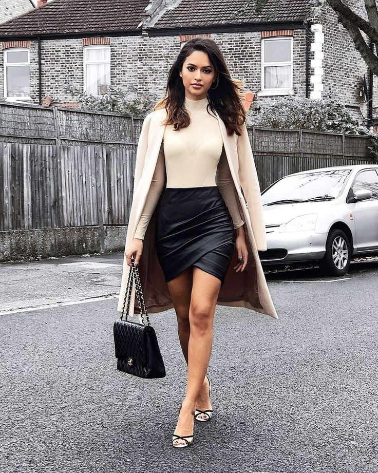 Awesome 47 Stylish Winter Outfits Ideas With Heels. More at https://wear4trend.com/2018/01/17/47-stylish-winter-outfits-ideas-heels/