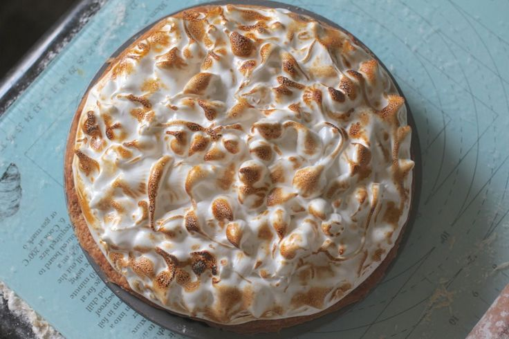 WHAT? A Lemon Meringue Pie with Meringue that DOESN'T DEFLATE!!! :0  Yes- You heard me!  This meringue is like the real deal! Just look at the cell str