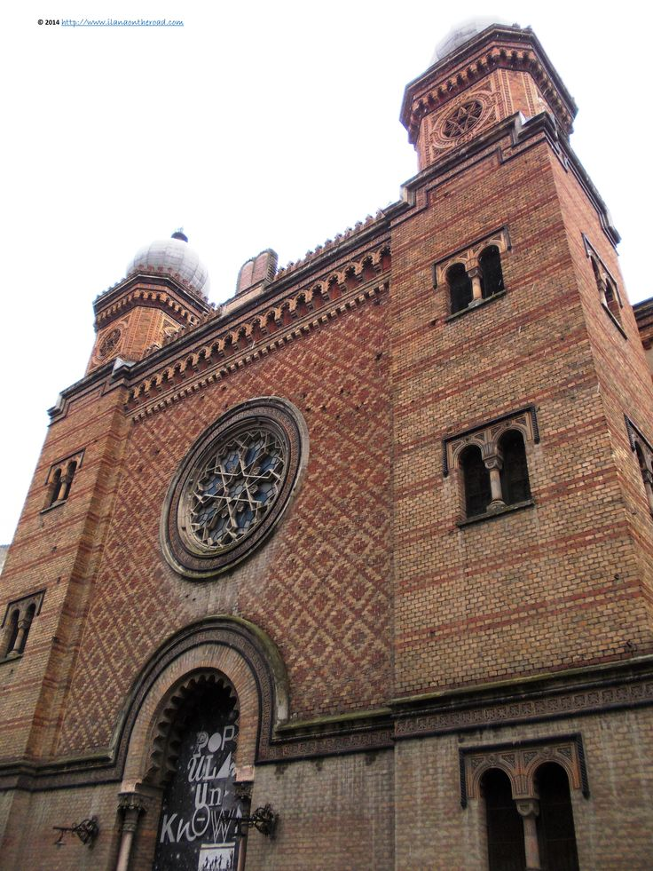One of the main synagogues in the city, built in Moorish style, for the moment under reconstruction. Sinagoga din Cetate