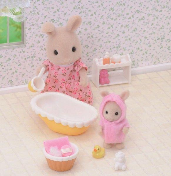 Sylvanian Families Spiel-Set Badezeit für Baby mit 2 Figuren und Zubehör