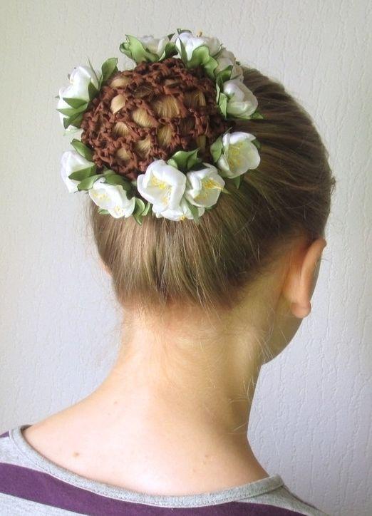 Сеточка для волос, незаслуженно забытая модницами в начале нынешнего тысячелетия, снова возвращается в моду.