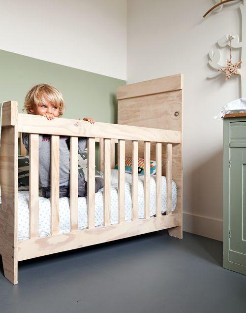 mooie kleuren. marmoleum-vloer-forbo-kinderkamer-grijs-groen-onbewerkt-hout