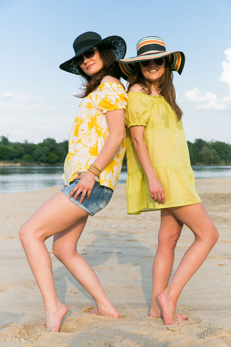 Stylish moms in our beach blouse and airy tunic - the Same - wear for mom and children www.thesame.eu