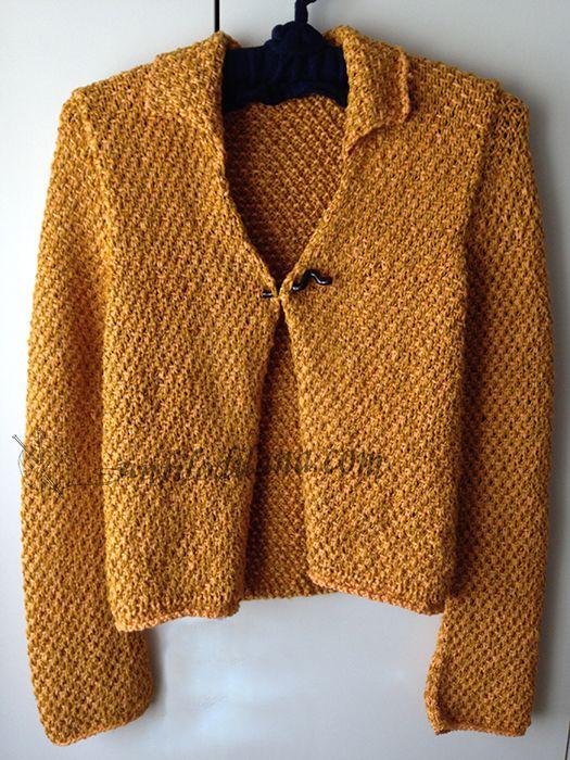 due filati strepitosi, giallo-oro e un punto particolare per questa giacca stile Chanel