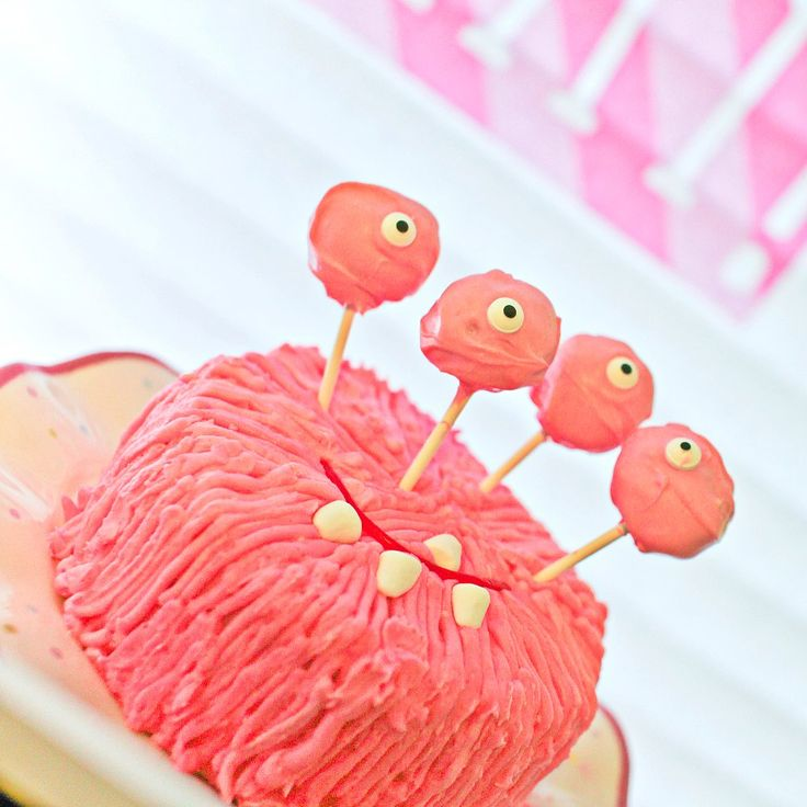 A Totally Not Scary First Birthday Monster Bash: ADN Designs photographer and party planner Anna had always talked with her husband about wanting to have their little girl not be afraid of monsters.