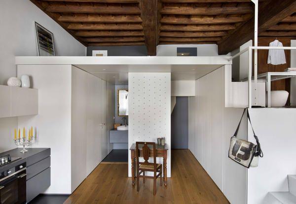 Un'antica residenza barocca a Torino nasconde un appartamento grafico e contemporaneo capace di sfruttare i volumi