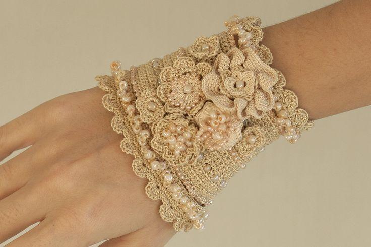 Reserved for catherinethiebautza1 - Handmade creme crochet bracelet