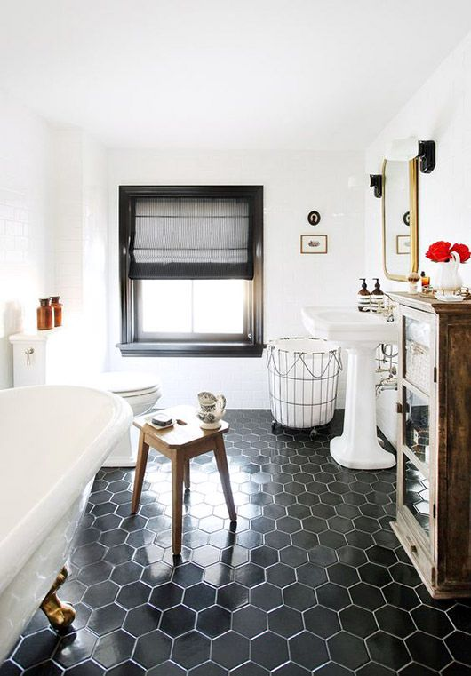 clean and bright black and white bathroom in Interior Designer Jenny Wolf's home. / sfgirlbybay