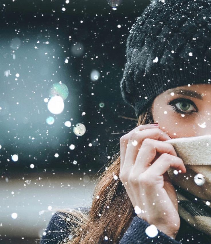 Kış kadınlarının zamanı geliyor.. Yaz mevsiminin şımarıklığına ne yapsa ayak uyduramayan kadınların.. Yağmur başladığında niyeyse,aklına şarkılar gelen kadınların!  #ecetemelkuran
