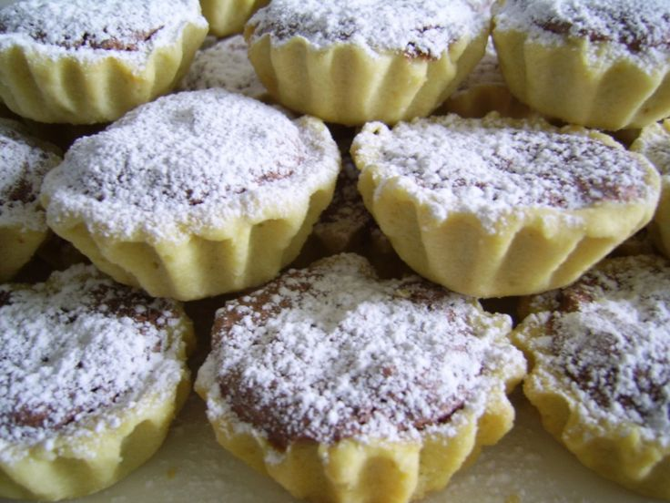 cosulete cu dulceata si nuci (jam + walnut frangipane tarts)