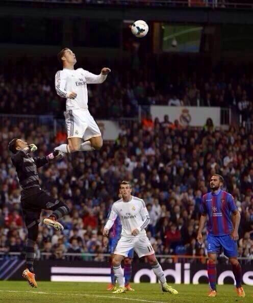 bon ajustement eae88 59386 Cristiano Ronaldo détente - Football sports - le meilleur en ...