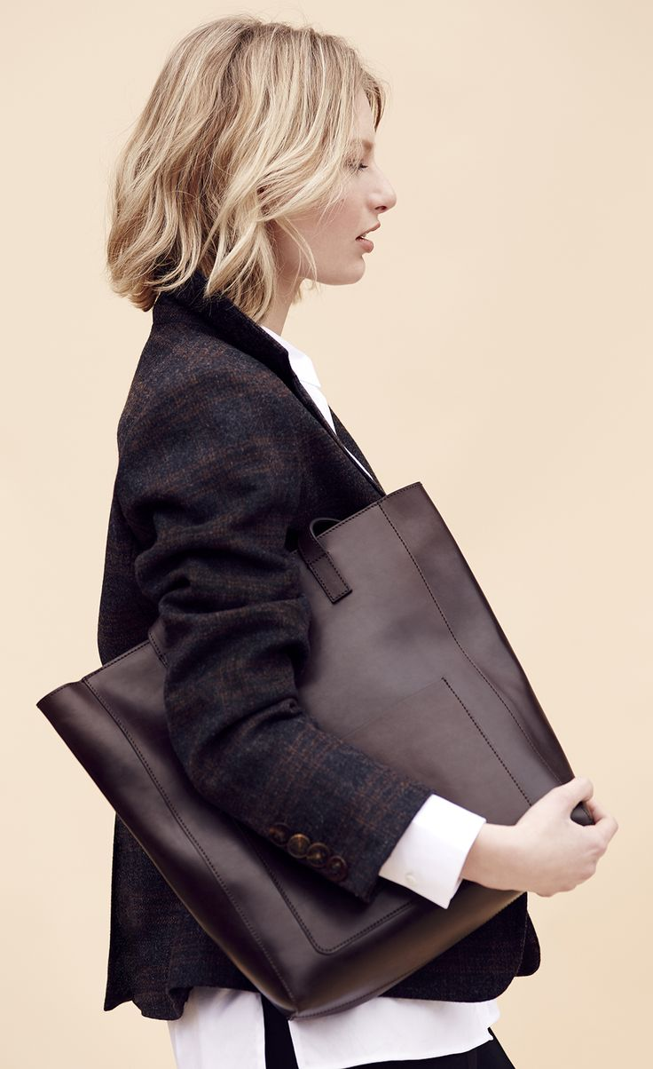 Dress casually with this checked blazer and white shirt not tucked in and finish off with a brown bag.