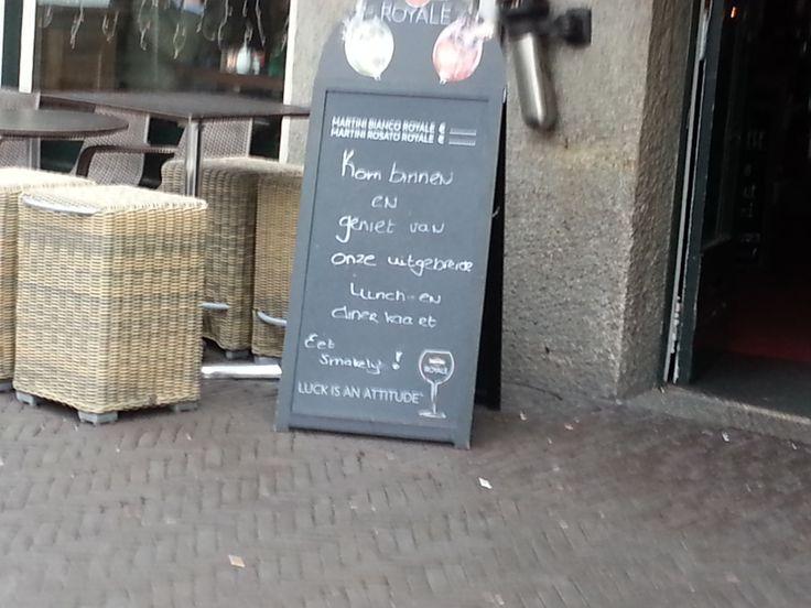 Arjen - Broers, restaurant. - Sterk: Aardige welkomstekst. Zwak: Dit bord wordt door heel veel horeca gelegenheden gebruikt, dus niet heel persoonlijk.