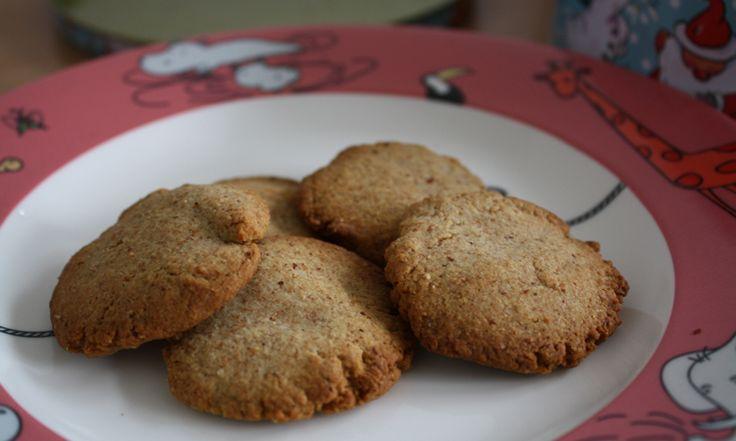 Mandelkekse mit Vanille sind jetzt in der Winterzeit sehr lecker! Gesüßt werden sie nur mit etwas Reissirup, der gesünder ist als Haushaltszucker.