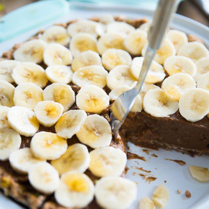 Chocolade en taart.. Twee van mijn absolute favorieten! Kun je nagaan hoe ik heb gesmuld van deze heerlijke chocolade taart met banaan. Oh men wat een verwennerij! Het ziet er zo guilty uit, maar hij is super healthy girls. Wat je ook te doen hebt dit weekend, zorg dat je even een uurtje vrij maakt ...