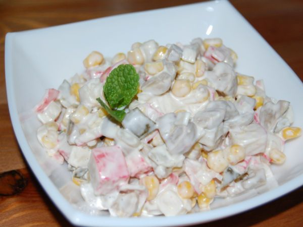 Salata cu surimi, Rețetă de Magieinfarfurie - Petitchef
